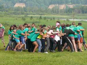 Совместные игры в сибирском палаточном лагере в Кемерово
