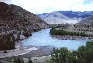 Горы в месте слияния рек Катунь и Чуя_Космынин А.