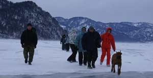 Поход по зимнему озеру на водопад Корбу