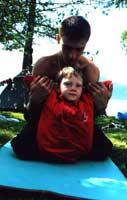 Павел проводит массаж