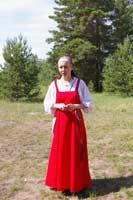 Наталья Науменко в одежде с традиционным кроем