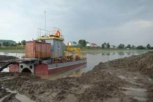 Фото 2. Работа земснаряда в озере