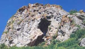 Вход в пещеру Логово Гиены. Фото С. Бондаревской