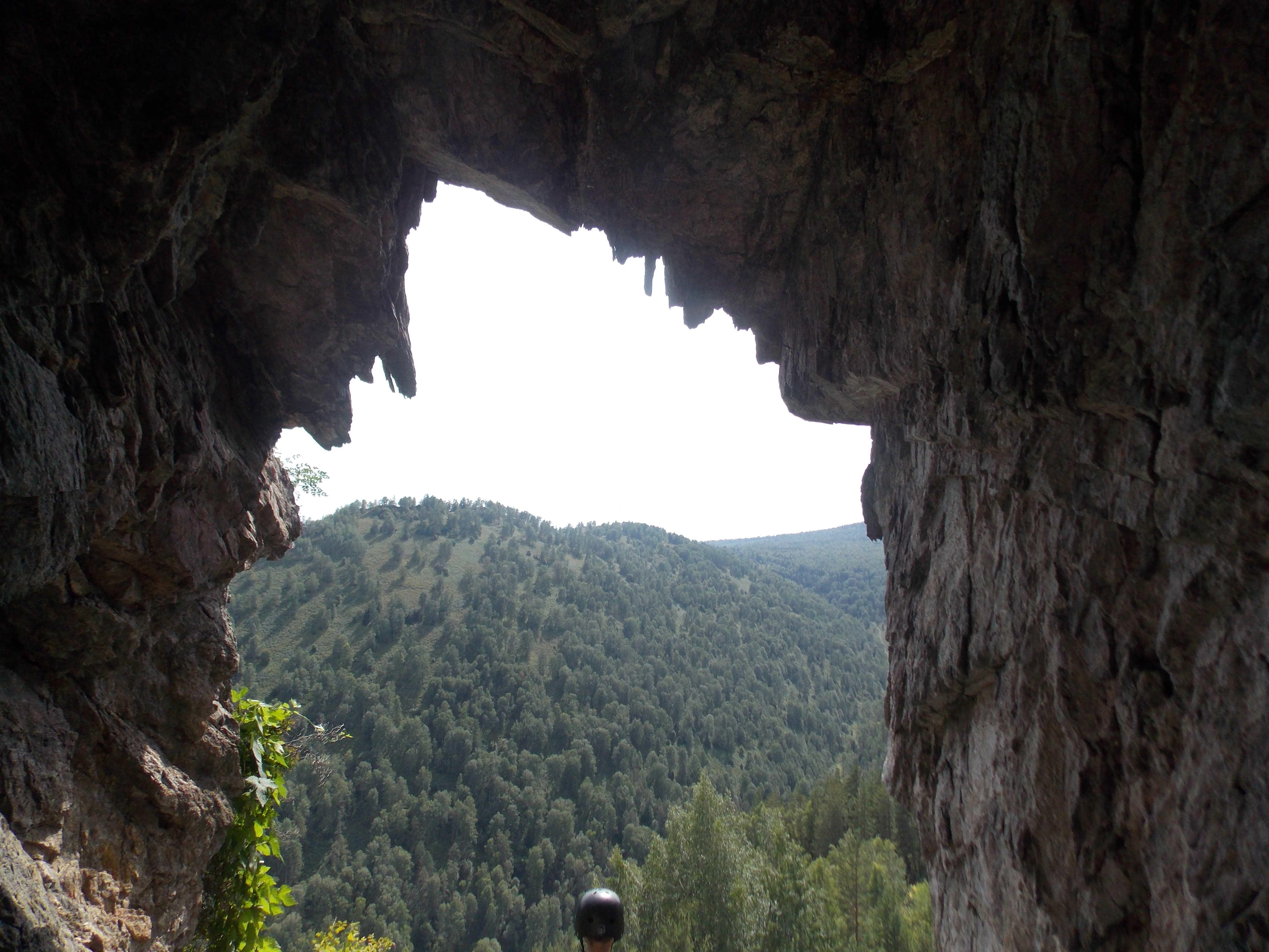 Открытая пещерка между ног девушек 11