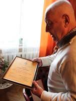 У Игоря Гранова очень много всяких наград, званий, дипломов... Фото Михаила Сердюкова