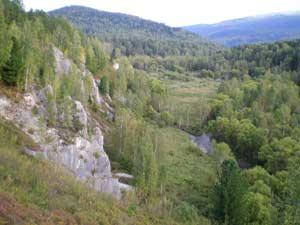 Вид на долину р. Тулаты с горы над пещерой. 2009 г.