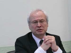 Члена-корреспондент РАЕН Владимир Захаров