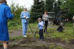В районном центре Залесово прошла крупная экологическая акция по очистке села от мусора