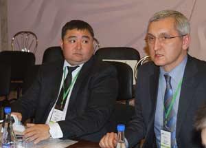 Справа налево: сомодераторы Виталий Снесарь и Ержан Сембинов
