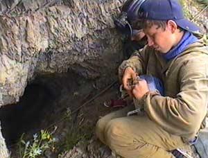 У входа в Барсуковскую пещеру