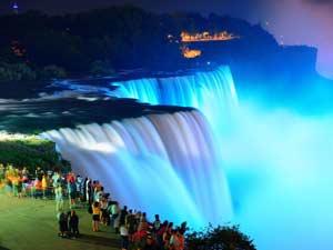 Зимний фестиваль огней на Ниагарском водопаде