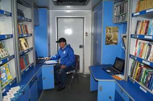 На борту КИБО стеллажи, рассчитанные на тысячу книг