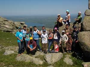 Участники экспедиции-практикума клуба «Фауна» на вершине горы Синюха