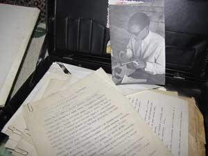 Рукописи Анатолия Ивановича бережно хранятся в стареньком дипломате