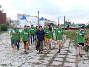 Экскурсию для экспедиции «Начни с дома своего» проводит Людмила Кейбол