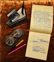 Записная книжка, письменные принадлежности и очки Л.С. Мерзликина